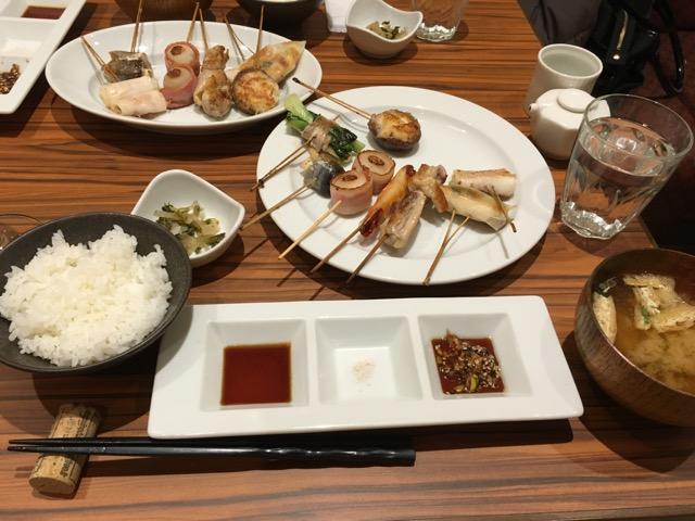 千里菫(せんりのすみれ)でワインと一緒に串焼きランチ
