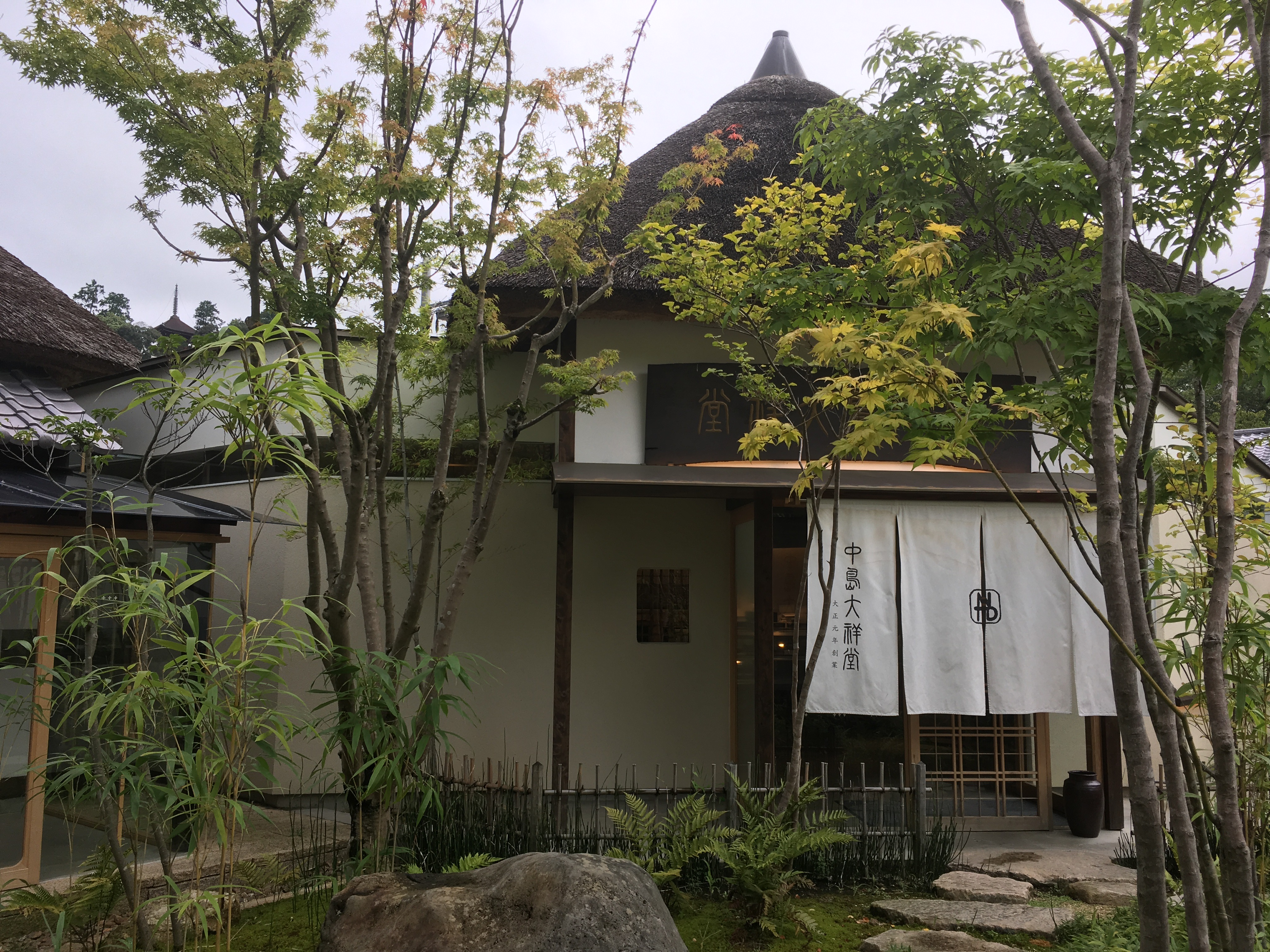 かやぶき屋根の素敵なカフェ!中島大祥堂 丹波本店(なかじまだいしょうどう)