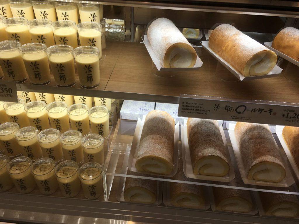 △治一郎店舗には、ロールケーキやプリンもありました